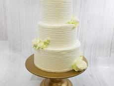Scratchy texture with buttercream Roses